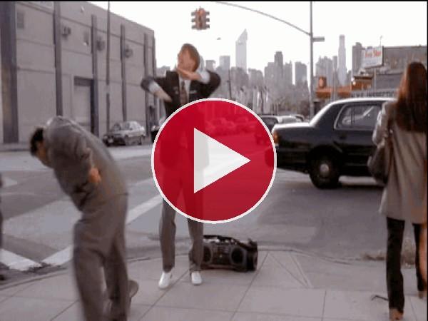 GIF: Desvalijado en plena calle