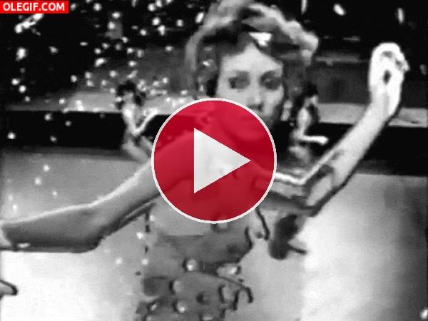 GIF: Esta mujer tiene el baile de San Vito