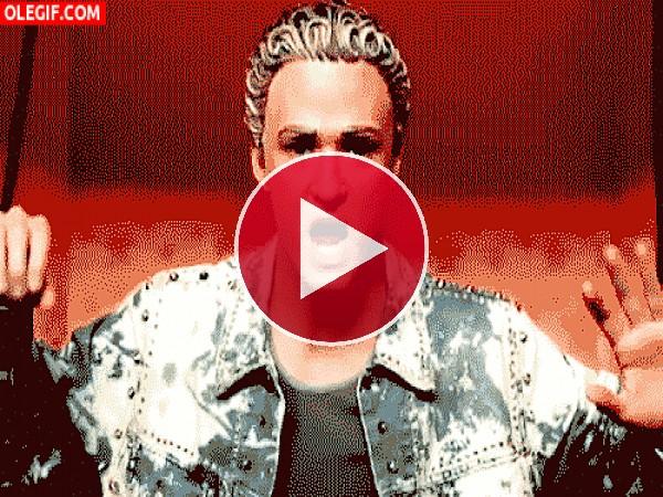 GIF: Justin Timberlake parece cabreado, ¿será con su peluquero?
