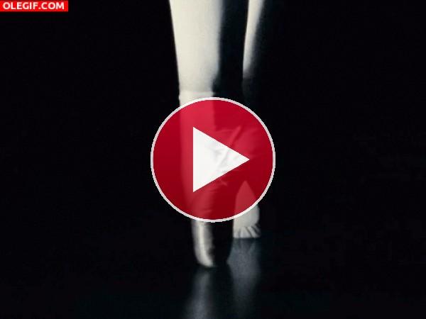 GIF: Los pies de una bailarina