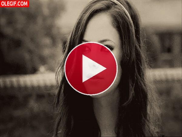 GIF: La bonita mirada de Kaya Scodelario