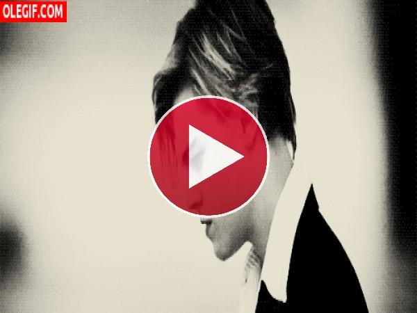 Penetrante mirada del joven DiCaprio