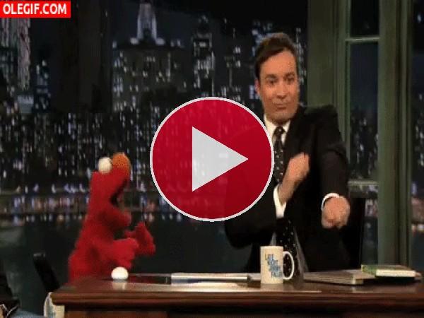 Qué bien bailan Jimmy Fallon y Elmo