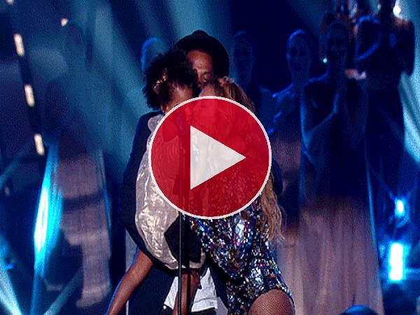 GIF: Beyoncé besando a su familia en los MTV Video Music Awards