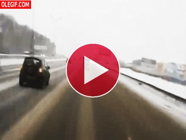 GIF: Peligro en la carretera