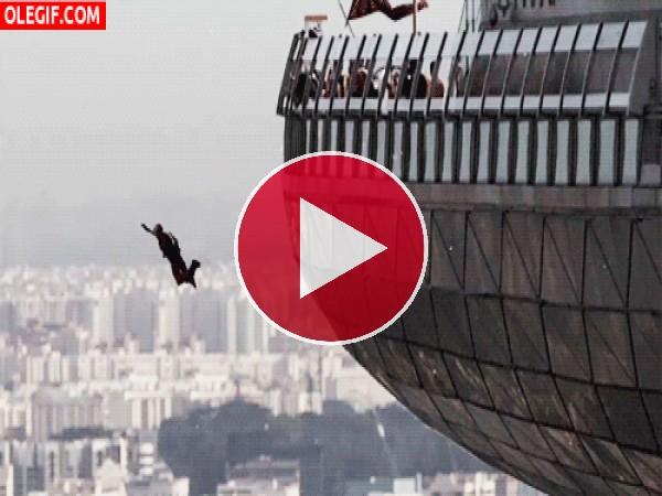 GIF: Suspendido en el aire