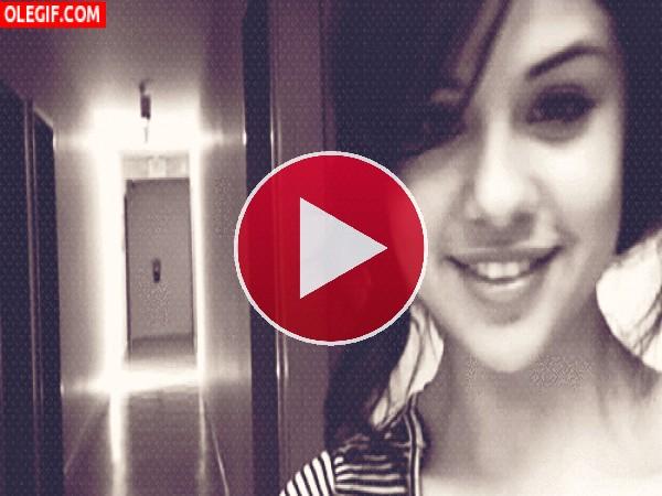 GIF: Las miraditas de Selena Gomez