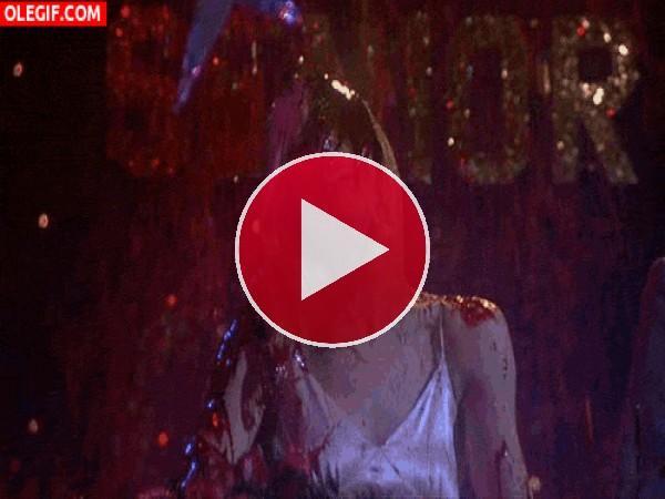 GIF: Baño de sangre sobre la adorable Carrie