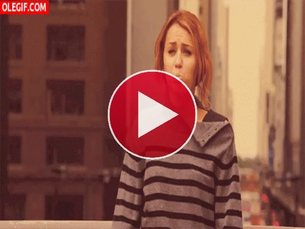 GIF: Las divertidas muecas de Miley Cyrus
