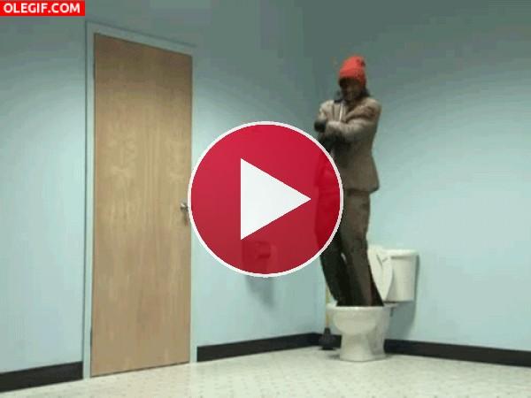 GIF: Huyendo por el inodoro