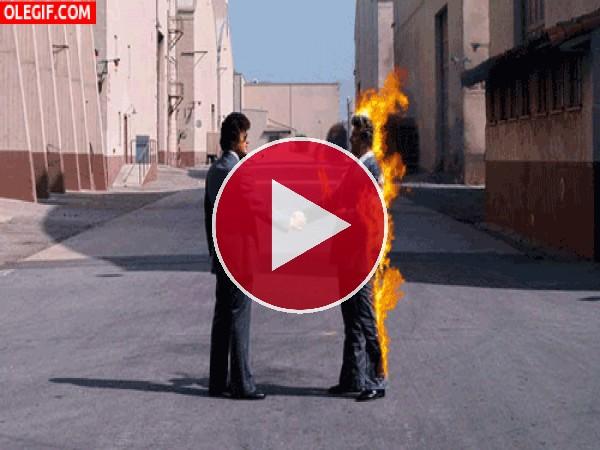 GIF: Mi doble en llamas