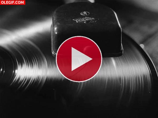 GIF: Aguja sobre un disco