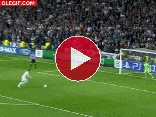 GIF: ¿Donde acabó el penalti de Serio Ramos?
