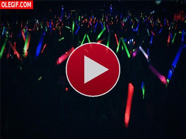 GIF: Luces y marcha en el concierto