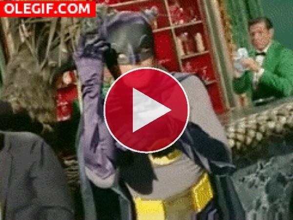 GIF: El bailecito de Batman
