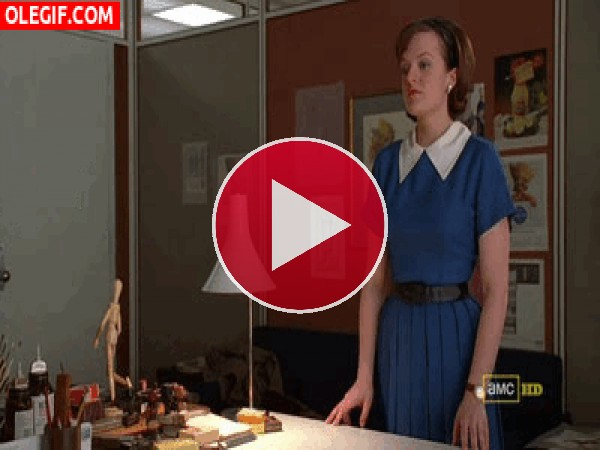 GIF: Parece que Peggy ha tenido un mal día