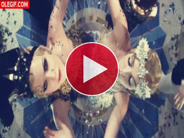 """Chicas bailando en una de las fiestas de """"El Gran Gatsby"""""""