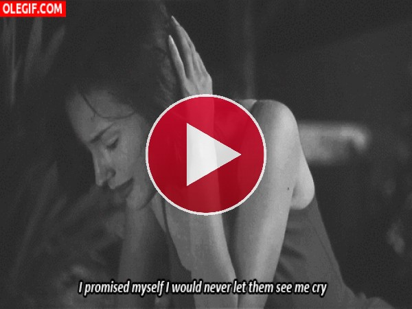 GIF: Chica llorando en soledad