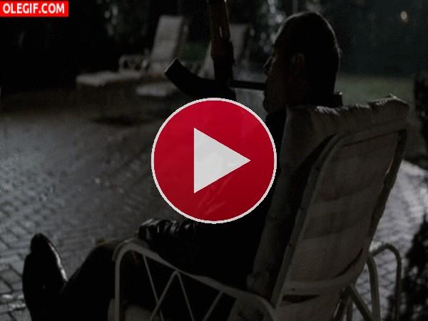 GIF: Tony Soprano fumando un puro