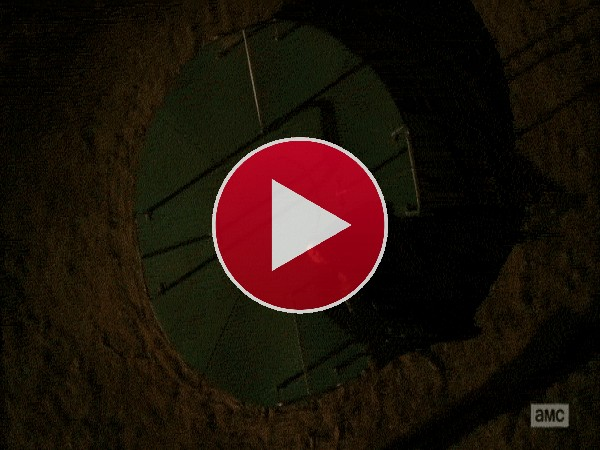 Jesse Pinkman girando sobre un columpio