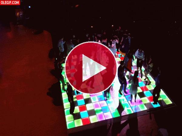 GIF: Bailando en la pista