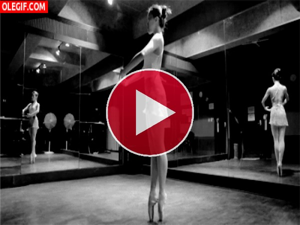 GIF: Esta bailarina tiene mucho equilibrio