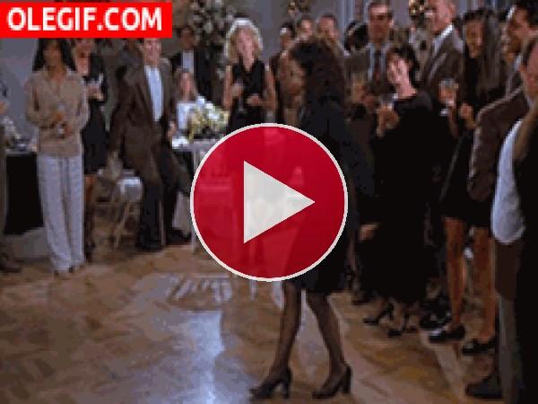 GIF: Elaine bailando como una loca