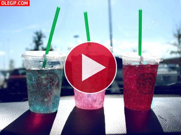 GIF: Bebidas brillantes de Starbucks