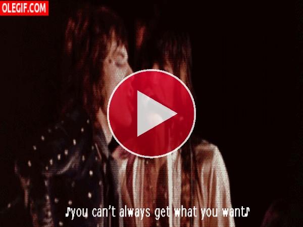 Mick Jagger cantando en un concierto