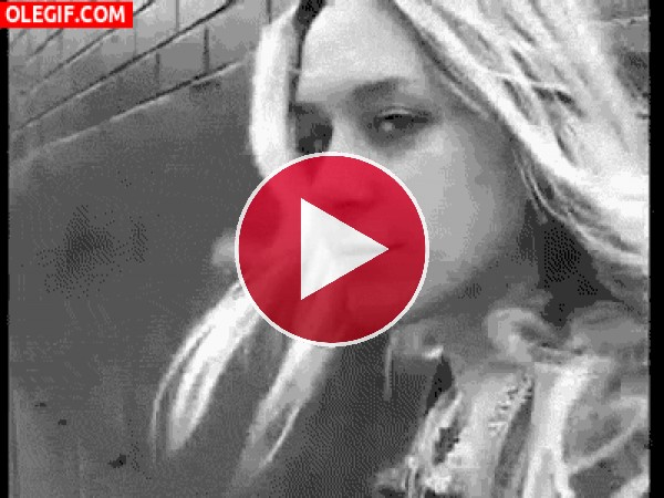 GIF: La simpática Chloë Sevigny nos guiña el ojo