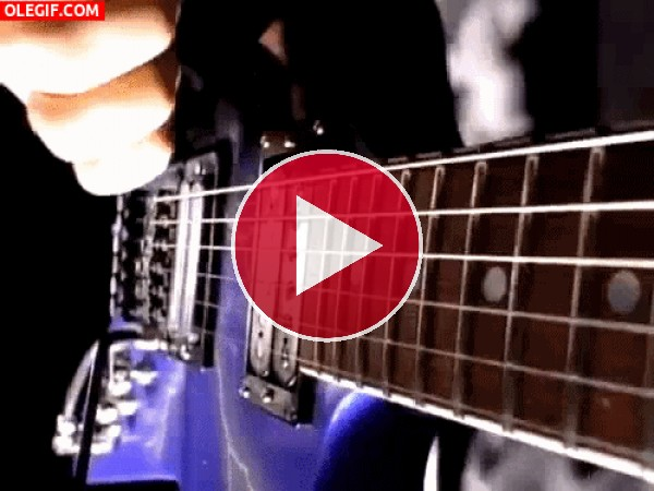Tocando la guitarra eléctrica