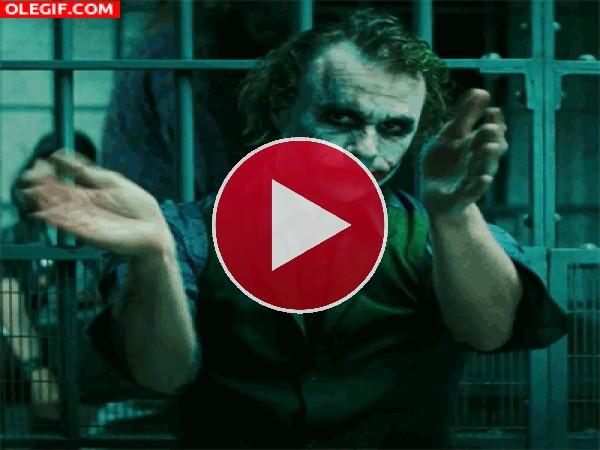 GIF: El Joker aplaudiendo