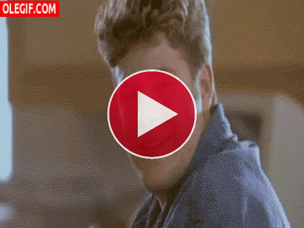 GIF: No intentes ligar con mi novia
