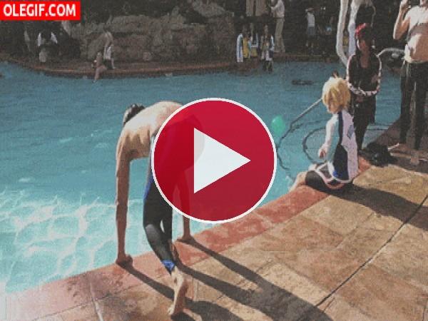 GIF: Al agua con el poder de Kakashi