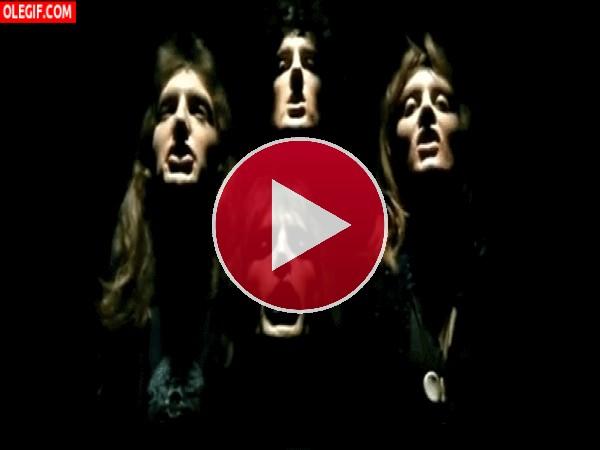 "Queen interpretando ""Bohemian Rhapsody"""