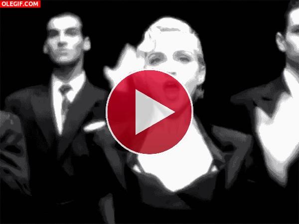 """GIF: Madonna bailando y cantando """"Vogue"""""""