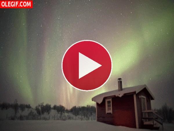 GIF: Aurora boreal en movimiento