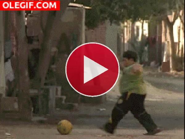 GIF: El balón me rebotó en la cara
