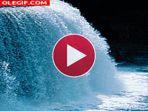 GIF: Cascada en movimiento