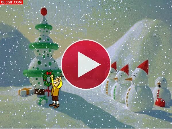 Poniendo los adornos de Navidad