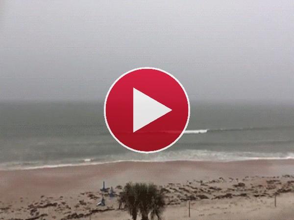 Rayo cayendo en el mar