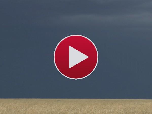 GIF: Rayos sobre el campo