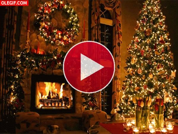 Chimenea encendida en Navidad
