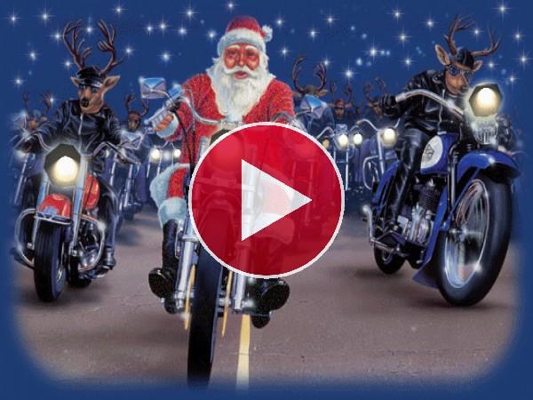 Papá Noel viajando en moto por Navidad