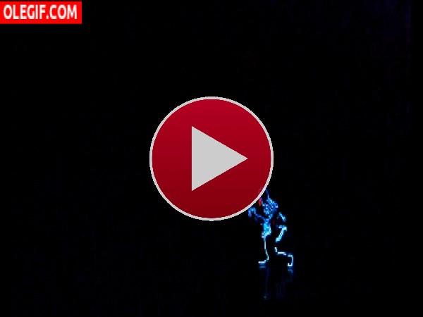 GIF: Bailando en la oscuridad