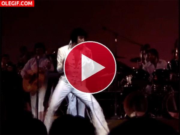 GIF: Pero que bien se mueve Elvis Presley