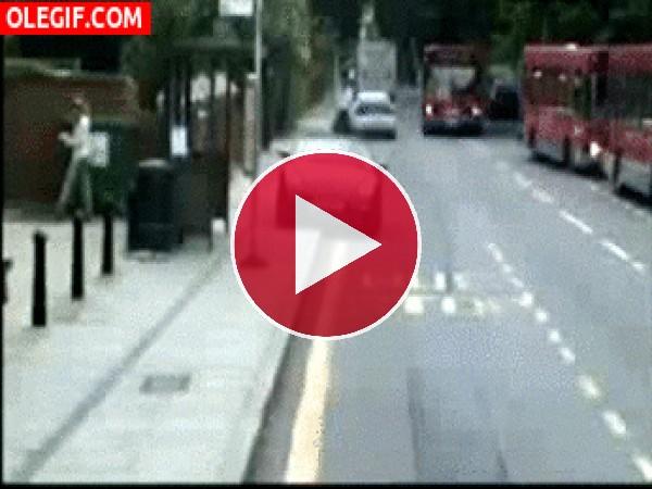 ¡Cuidado con los autobuses!
