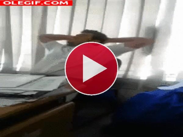 GIF: El ataque del mocho