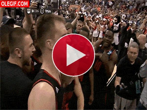 GIF: Que bien baila este jugador de baloncesto