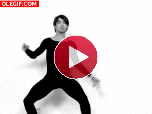 GIF: El extraño baile de Joe Jonas